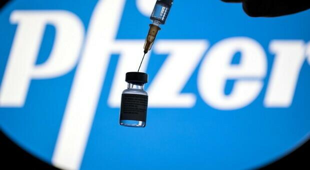 Vaccino Pfizer protegge per almeno 6 mesi dopo seconda dose. Efficace al 100% contro variante sudafricana