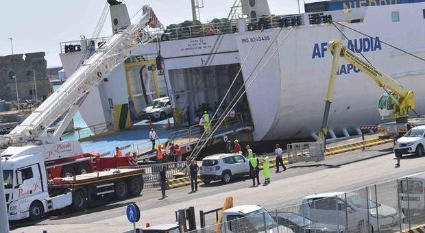 Guasto al portellone della nave, 1000 passeggeri bloccati nel porto di Civitavecchia
