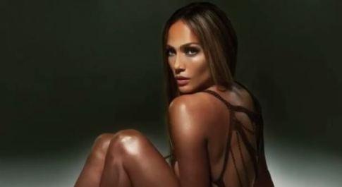 """Jennifer Lopez mozzafiato su Instagram per il nuovo singolo """"Baila conmigo"""""""
