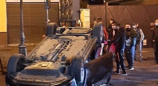 Muore a 16 anni nell'auto rovesciata a Napoli, altri due ragazzi feriti: arrestato il 19enne alla guida