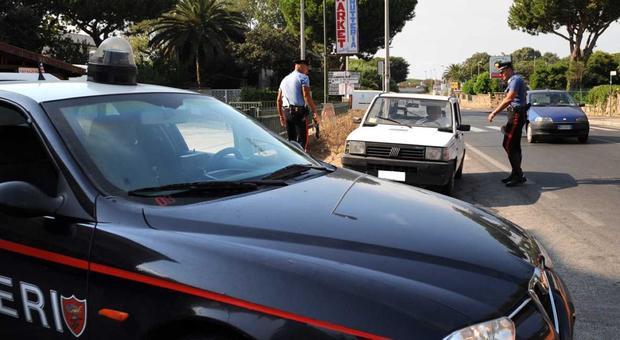 Nettuno, rapina al market: banditi sparano e feriscono un cliente bloccati dai dipendenti
