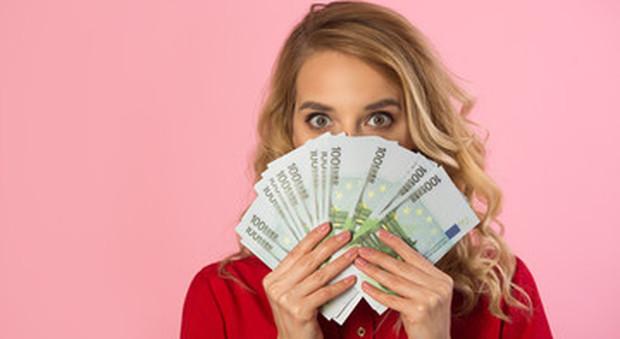 Il contante batte le carte di credito, usato soprattutto da donne e da giovanissimi