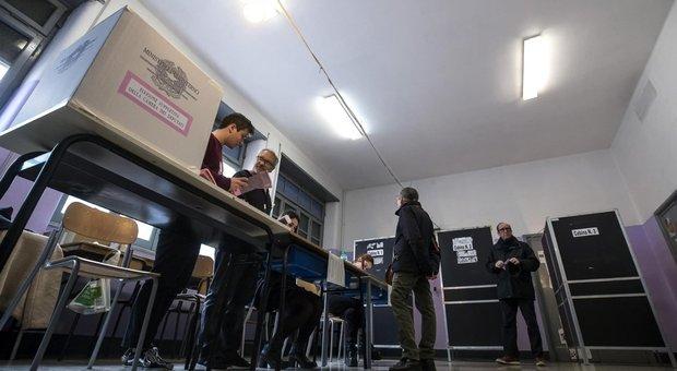 Elezioni suppletive, affluenza alle 19 è del 14,86%. Roma oggi vota per la Camera: test per governo e Raggi
