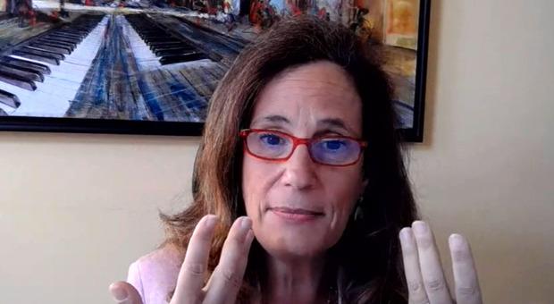 Covid, Ilaria Capua: «Il vaccino? È un'illusione pensare che basterà per passare l'inverno»