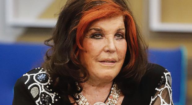 Gf Vip, Patrizia De Blanck pronuncia una frase choc. Fan furiosi chiedono la squalifica: «L'ha istigato al suicidio. Fuori subito» (ufficio stampa gf vip)