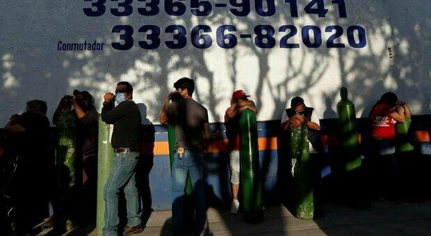 Covid, Messico paese con più morti rispetto a numero abitanti: 321 mila decessi da inizio pandemia
