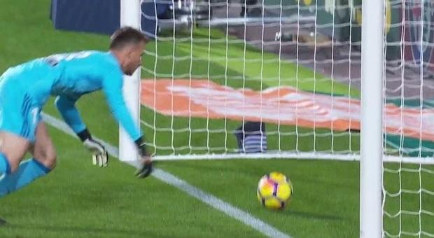 """Tra Valencia e Barça pari e polemiche: l'arbitro """"si perde"""" un gol di Messi"""