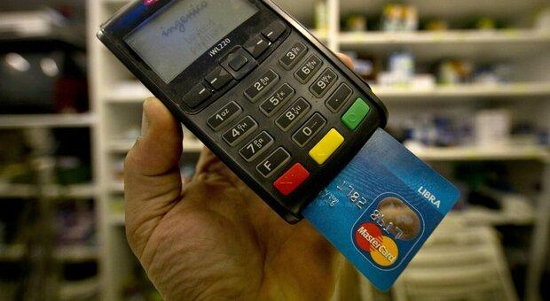 Bonus Natale, governo lavora all'extra-cashback: rimborso sino a 150 euro. Come si ottiene