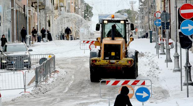 Ambulanza resta bloccata nella neve a Gela, muore anziana a bordo