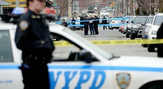 New York, un morto e due feriti in una sparatoria in un negozio a Long Island