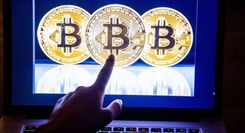 Il Bitcoin crolla sotto i 6 mila dollari: - 13%