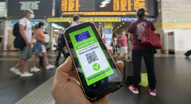 Il Green pass sarà valido 12 mesi: ok della Commissione della Camera