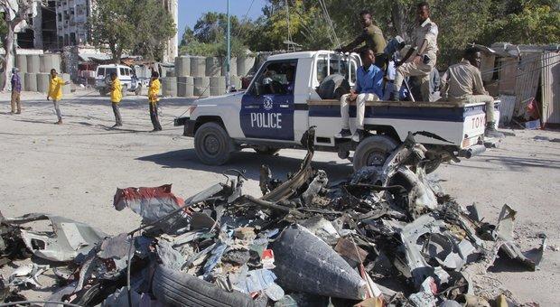 Mogadiscio, assalto al ministero del Lavoro: ucciso il viceministro VIDEO