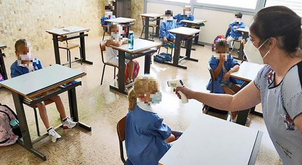 Covid, nei bambini asintomatici da 0 a 17 anni carica virale molto bassa. Lo studio Usa: «Difficile il contagio a scuola»