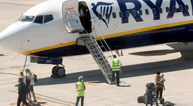 Voli cancellati per Covid: Ryanair, EasyJet, Vueling e Blue Panorama rimborseranno i biglietti