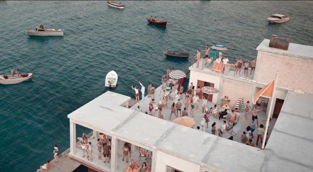 L'epopea dell'Isola delle Rose davanti alla Romagna diventa un film con Elio Germano: la battaglia di un idealista contro i poteri bigotti Il trailer