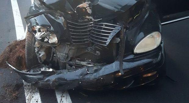 Roma, auto con famiglia a bordo si ribalta sull'A1: 5 feriti