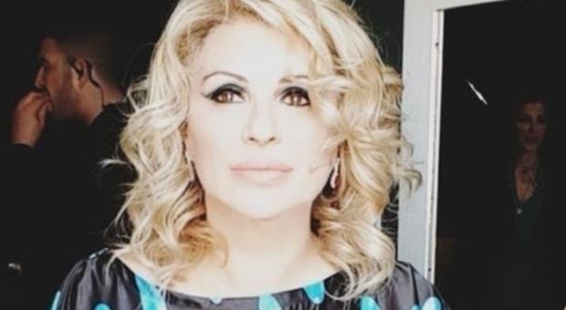 Tina Cipollari ingrassata, Maria De Filippi la mette a dieta: pesa 84 chili, deve perderne 20