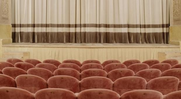 """DaDa East Photo Gallery inaugura la mosta di Silvia Camporesi """"Dimora Teatro"""""""