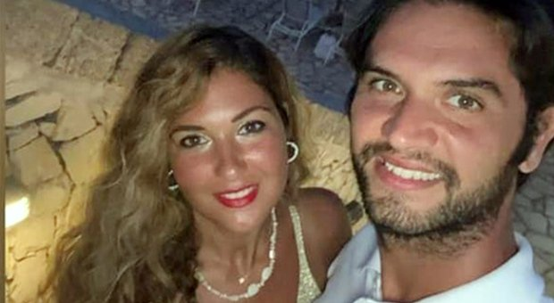 Daniele De Santis, a Lecce è caccia al killer: «Nel cortile biglietti sporchi di sangue»