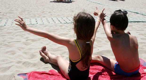 Estate 2020: vietato giocare in spiaggia, ma chi lo spiega ai bimbi?