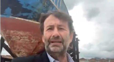 Dario Franceschini a Venezia davanti al barcone-monumento dei migranti: «Dopo mesi di dolore e odio tornano civiltà e umanità»