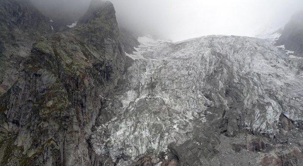 Monte Bianco, rischio crollo ghiacciaio: nuova ordinanza del sindaco di Courmayeur
