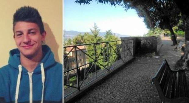 Roma, cade dalla balconata per una gara di sputi: muore 17enne
