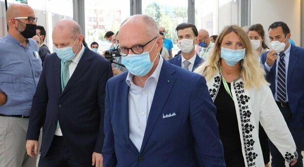 Covid, Ricciardi: «A dicembre rischiamo di arrivare a 16mila casi al giorno»