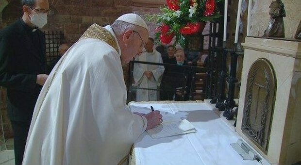 Vaticano, il caso del sito web che anticipa l'enciclica del Papa rompendo l'embargo