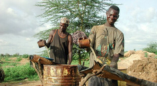 Africa, le miniere d'oro finanziano le guerre, l'esportazione negli Emirati Arabi, la denuncia dei missionari