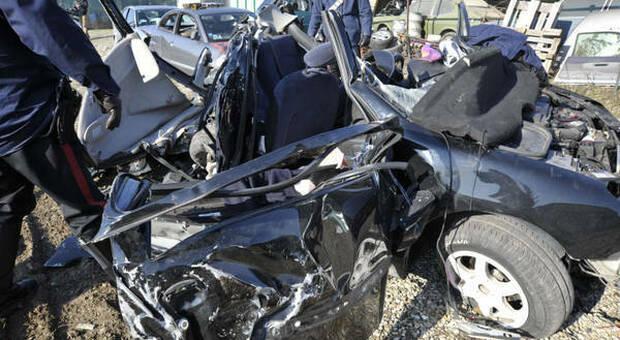 Incidente mortale in Inghilterra fra una Volkswagen Polo e un taxi