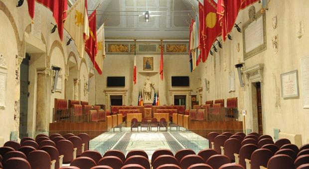 Roma, paralisi in Comune: «Servizi fermi». Incognita Bilancio, imbarazzo nel M5S