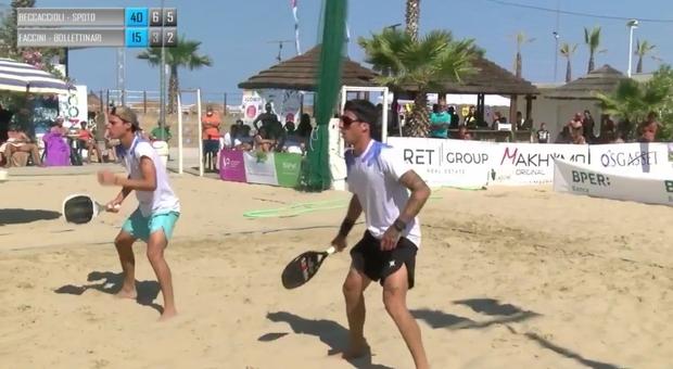 La coppia maschile vincitrice ai campionati italiani di beach tennis