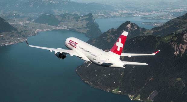 Paura sul volo Zurigo-Roma di Swiss Air: fumo in cabina, panico tra i passeggeri