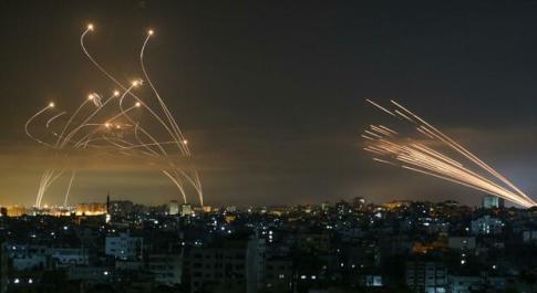 Gaza, ancora guerra tra Hamas e Israele: 200 razzi sparati nella notte