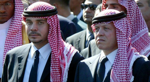 Giordania, re Abdallah in pubblico con il fratellastro Hamzah: crisi superata?
