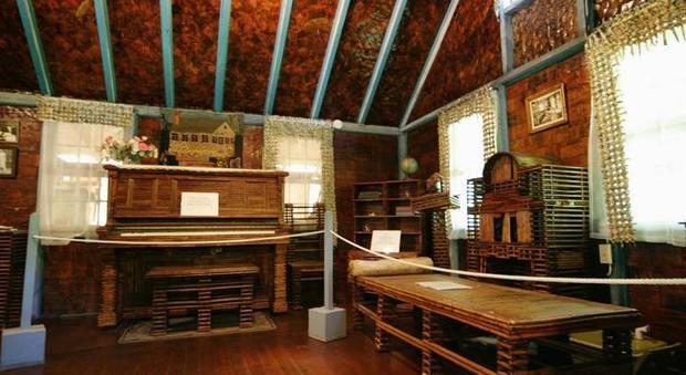 Usa ecco la casa di carta fatta con i giornali degli anni for Giornali arredamento casa