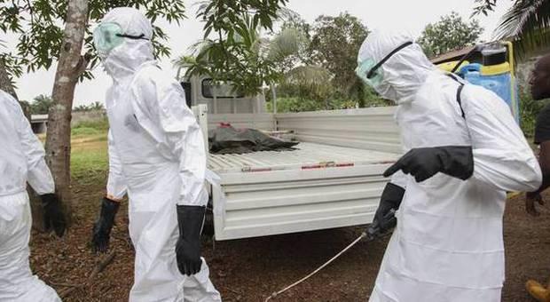 Ebola, nuovo caso in Usa: è un cameraman di Nbc News contagiato in Liberia