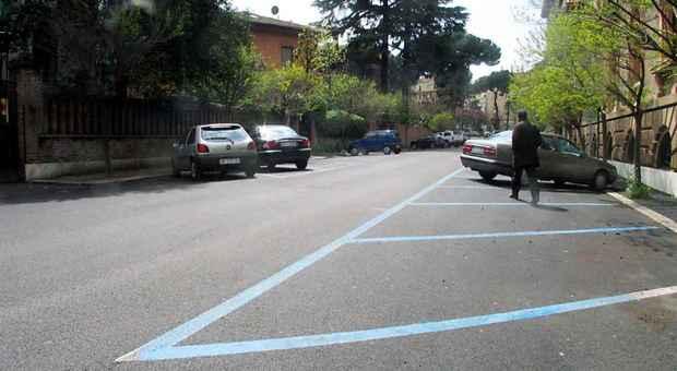Strisce blu a Roma, record di multe: 2mila verbali al giorno