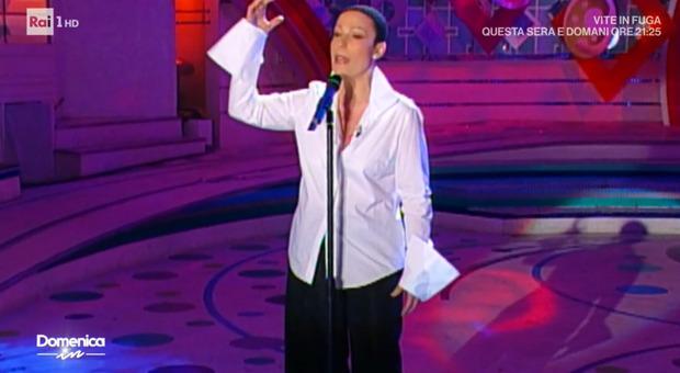 """Domenica In, Mara Venier ricorda Giuni Russo: «""""Morirò d'amore"""" era dedicata a Maria Antonietta Sisini»"""