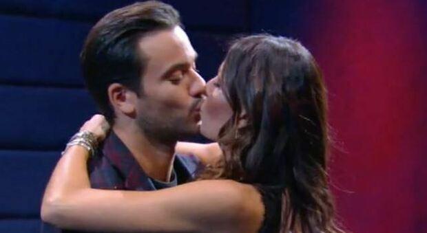 Gf Vip, bacio tra Elisabetta Gregoraci e Pierpaolo Pretelli