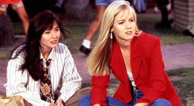 Beverly Hills 90210, ed è di nuovo anni '90: ritorna la moda di Kelly e Brenda