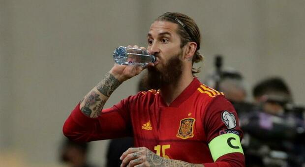 Sergio Ramos si infortuna dopo il match col Kosovo: saltano le sfide in Champions e il Clásico