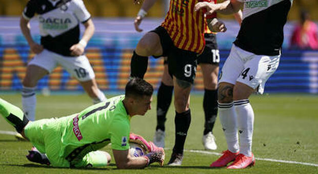 De Paul rilancia l'Udinese con due assist, 2-4 a Benevento. Inzaghi rischia il ritorno in B
