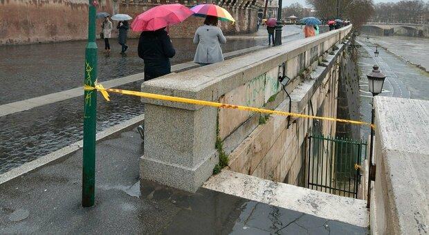 La banchina a Castel Sant Angelo chiusa per il maltempo