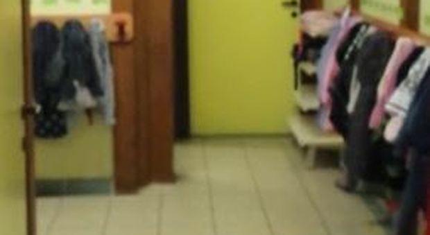 Piove nelle aule a scuola materna: i genitori si riportano i bimbi a casa