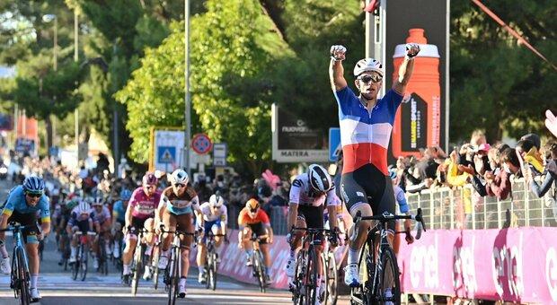 Giro d'Italia, Demare è imprendibile: suo lo sprint a Matera