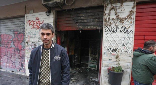 Roma, nuovo rogo a Centocelle: in fiamme Baraka Bistrot, «solidale» con La pecora elettrica. Il titolare: «Non riaprirò»