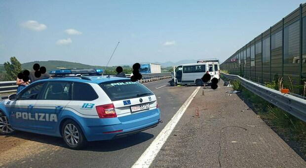 Incidente autonomo sulla A1 nei pressi di Orvieto. Furgone sbanda, alcuni feriti